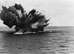 1941 explosion of HMS Barham battleship - GIF and photo-440px-hms_barham_explodes.jpg