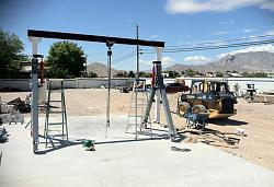 Adjustable Height Gantry Hoist-lowered-hydraulic-rams.jpg
