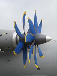 Contra-rotating propellers - GIF-800px-antonov_an-70_at_paris_air_show_2013_4.jpg