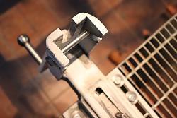 Cutting bench / vise / clamp-2.jpg