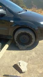 Emergency tools and leak proof car jack.-carjack01.jpg