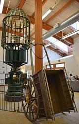 Giant first order Fresnel lighthouse lens - photos-lighthouse.jpg