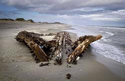Giant first order Fresnel lighthouse lens - photos-lshipwrecks.jpg