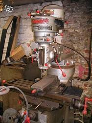 Handing-over has nine of a milling machine bridgeport-fb001.jpg