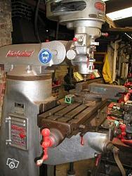 Handing-over has nine of a milling machine bridgeport-fb002.jpg