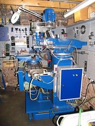 Handing-over has nine of a milling machine bridgeport-fb13710.jpg