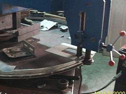 Jib crane bearing races-rolling-seal-bead1.jpg