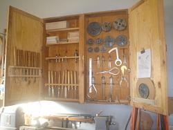 MT WOOD LATHE TOOL AND ACCESSORY CABINET-dsc06568.jpg