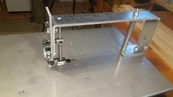 Simple jigsaw table-0d5687bcdf7da076a29f50d0fe4e1a6e.jpg
