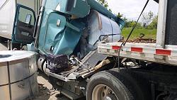 Steel rolls roll off truck bed - GIF-truck-crash1.jpg