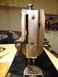 Trouble with old sewing machine-dsc02041_1600x1200.jpg