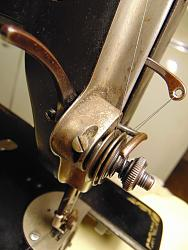 Trouble with old sewing machine-dsc02042_1600x1200.jpg