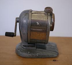 Vintage automatic pencil sharpener - GIF-1.jpg