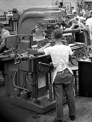 Vintage work crew photos-aircraft_engine_research_lab_machine_shop3_1946_16bit.jpg