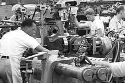 Vintage work crew photos-aircraft_engine_research_lab_machine_shop5_1946_16bit.jpg