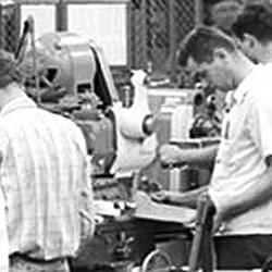 Vintage work crew photos-aircraft_engine_research_lab_machine_shop8_1946_16bit.jpg