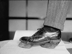 Vintage work crew photos-cow-hoof-shoes.jpg