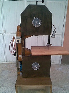 Wooden Bandsaw from Plans