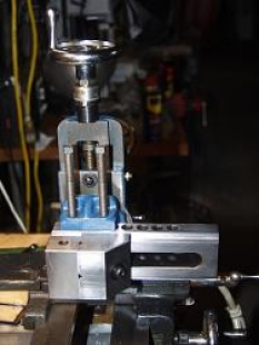 Homemade Lathe Milling Attachment - HomemadeTools net
