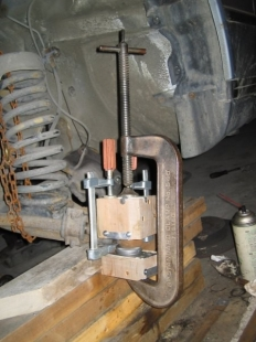 In-Car Ball Joint Press