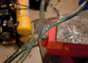 Homemade Foundry Tongs - HomemadeTools.net