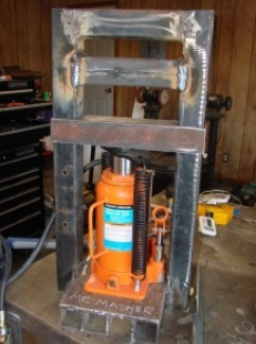 Homemade Mini Hydraulic Press - HomemadeTools.net