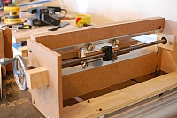 Screw-Advanced Box Joint Jig