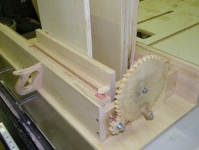 Screw-Advance Box Joint Jig