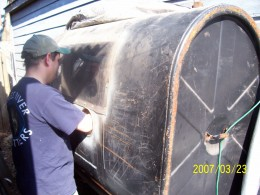 Homemade Sandblasting Cabinet from Oil Tank - HomemadeTools.net