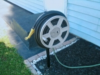 Swivel-Mounted Hose Reel